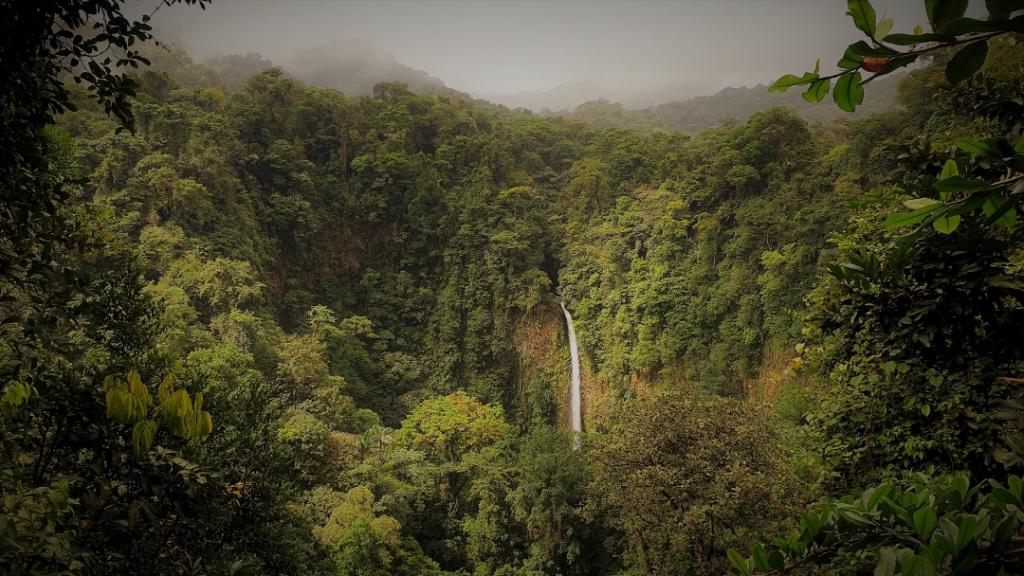 costa-rica-waterfall-arenal